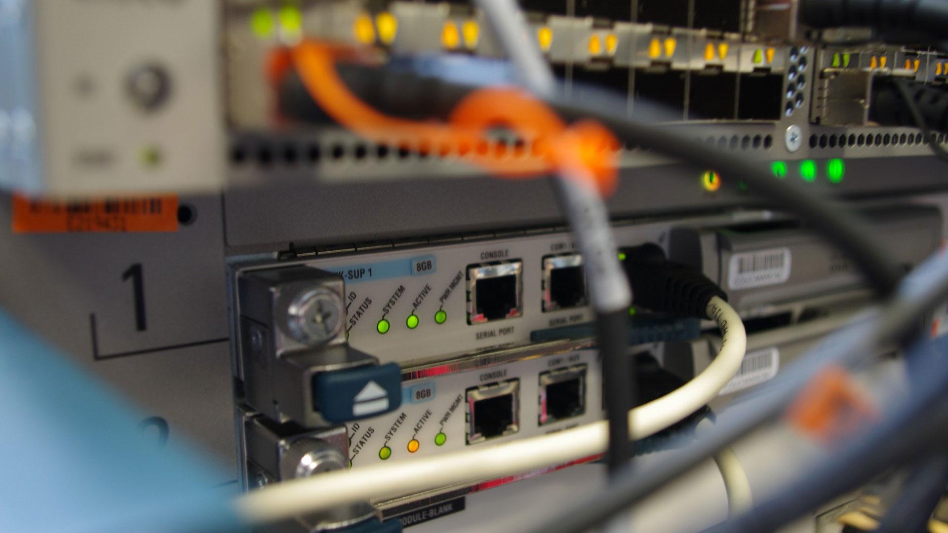 Gestion de réseaux, services informatiques, postes de travail, serveurs, équipements, informatique, imprimantes, câbles, connexions